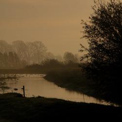 Herfstige ochtend langs de IJssel