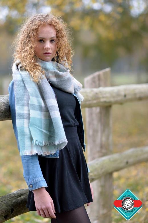 Model Lotte  - Model Lotte.<br /> <br /> Tijdens de shoot was het slecht weer, harde wind en zo nu en dan een bui. <br /> Toch een mooie serie gesc