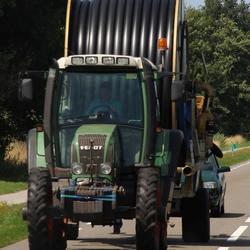 tractor met waterslang trailer