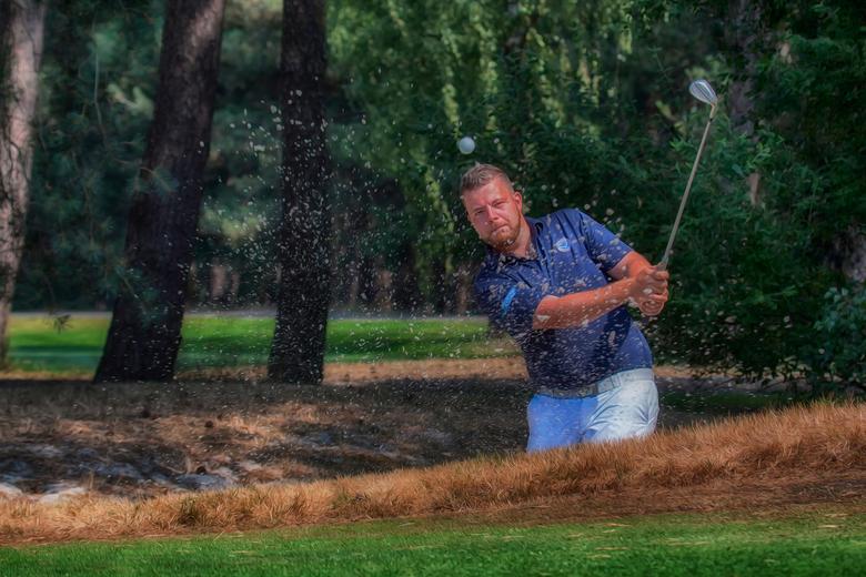 Focus - Weer terug van vakantie en weer wat tijd voor zoom.Gisteren met twee jonge golfprofessionals op pad geweest.<br /> Weer een hele ander discip