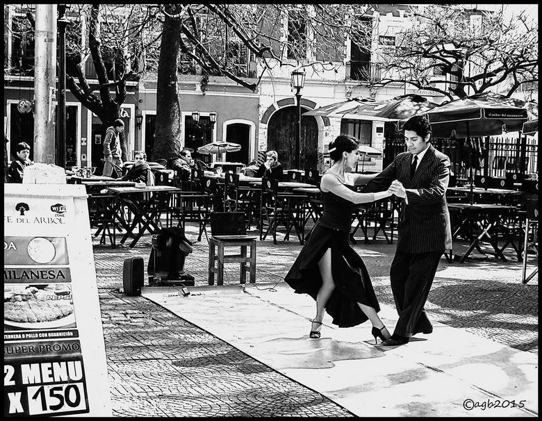 Tango. - Buenos Aires : Tango op een plein.