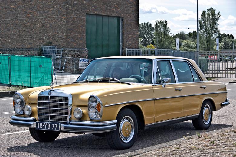 "Mercedes-Benz 300 SEL 1973 (5019) - 1973 Mercedes-Benz Typ W109.056 Modell 4-door Limousine SEL 3.5L M116 V8 engine<br /> <br /> <a href=""https://ww"