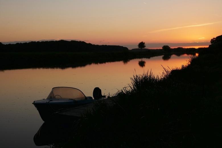 Zonsondergang bij de Vechtstuw nabij Vilsteren - Allemaal weer hartelijk bedankt voor jullie punten en favorietvermeldingen op mijn 2 vorige uploads.<