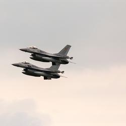 F 16 in formatie