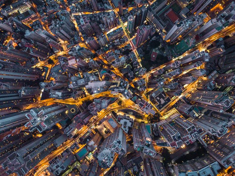 Hong Kong bij nacht - Hong Kong is een van de meest dichtbevolkte steden in de wereld, alle gebouwen gaan minimaal to 30 a 40 hoog en dit creëert een