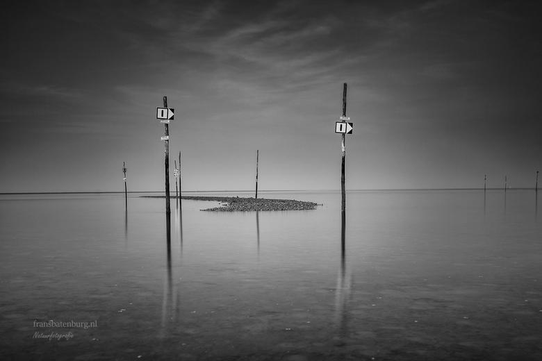 Zomer in zeeland - Een heerlijke zomer ochtend aan de Oesterdam . Gewoon met je blote voeten in het op komende water in alle rust wat foto's make