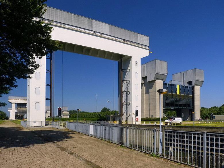 Amsterdam Rijnkanaal en omgeving 420. - ****<br /> 23 juli 2012.<br /> Groetjes Bob.