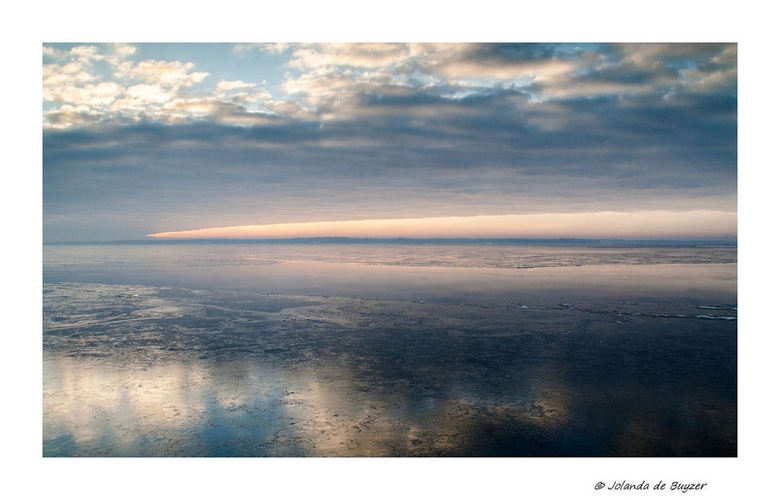 Morning silence - Zonsopkomst op een koude ochtend langs het Gooimeer.....