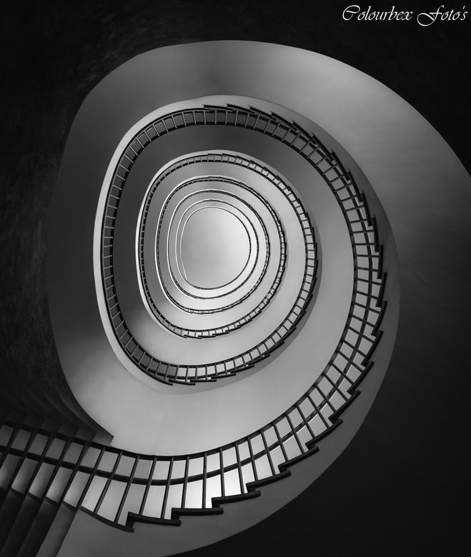 Verdwaal spiraal  - Modern trapje..<br /> <br /> Omdat het niet altijd vies,vettig en vervallen hoeft te zijn.