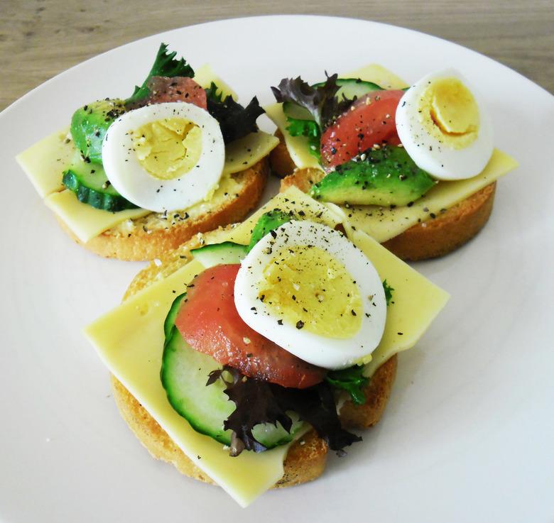 Hartig beschuitje - Geen zin in zoet?<br /> Maar wel in lekker?<br /> Neem dan een hartig beschuitje als ontbijt, met ei, kaas, komkommer, tomaat, s