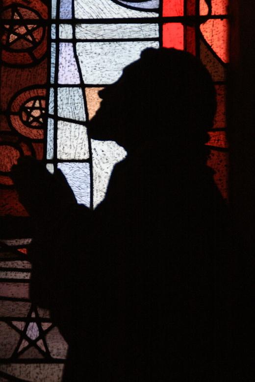 Prayer - Laatste foto van mijn serie uit Duitsland. Geschoten in de Dom van Trier. De sfeer van dit beeld voor het glas maakte bij mij op dat moment s