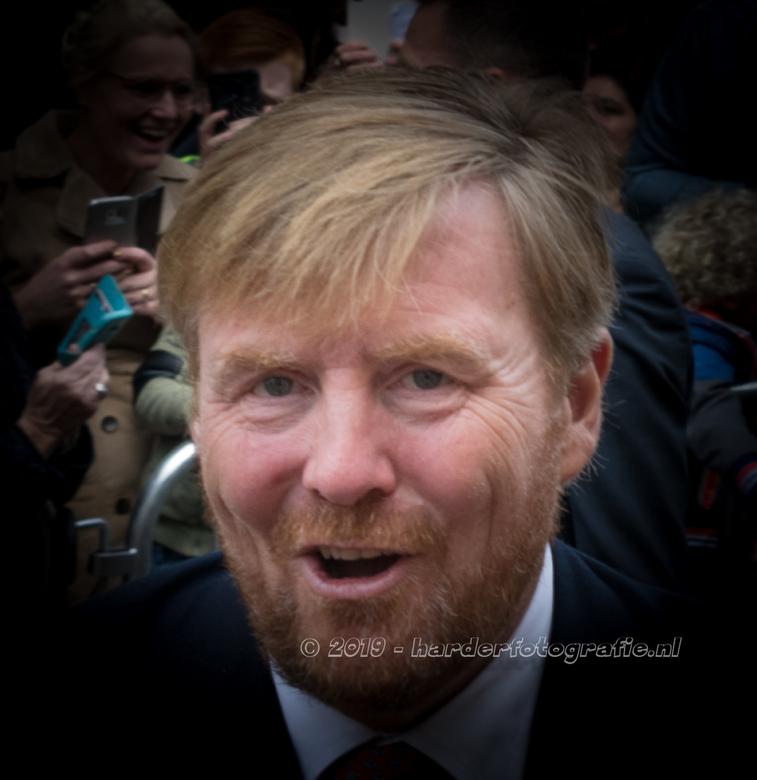 Oogcontact - Oogcontact - Koning Willem-Alexander bracht samen met Koningin Máxima een bezoek aan Meppel. Vele handen werden geschud. En als je dan tu