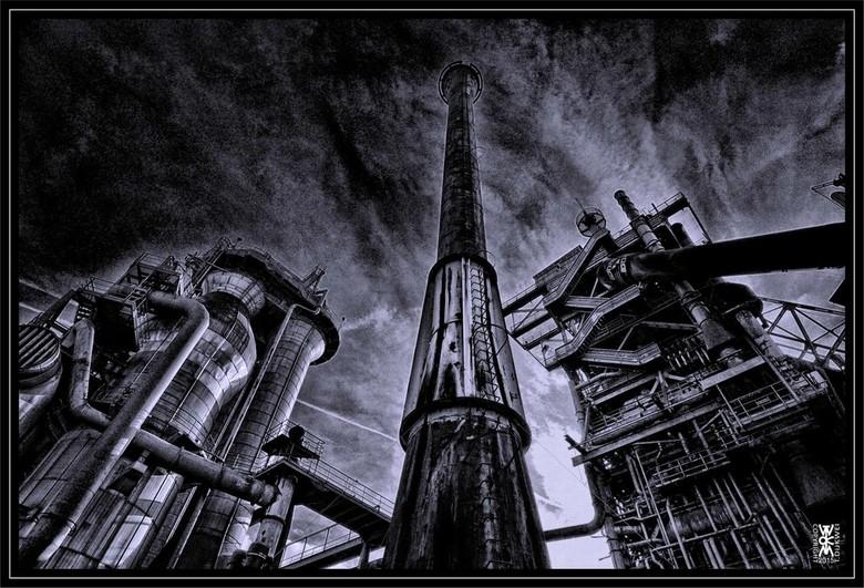 """Ready for Take-off - Bij een staalfabriek in Duisburg; net of er een raket klaar staat voor vertrek... <img  src=""""/images/smileys/smile.png""""/><br />"""