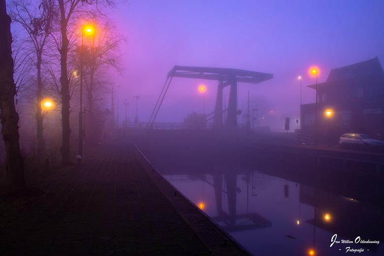 Misty Kolksluis - Mistige zonsondergang bij de kolksluisbrug in Zwartsluis.  Waar de brug langzaam in de mist verdwijnt.