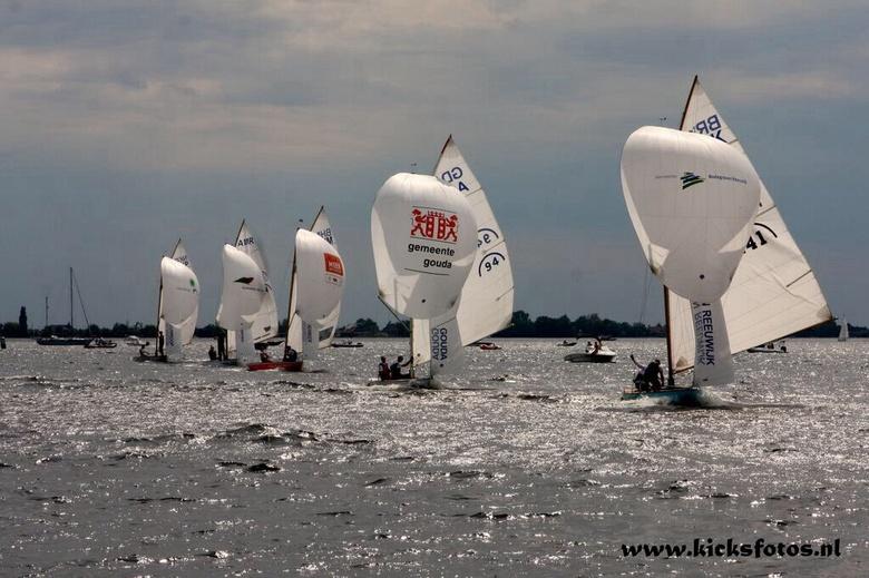 NRE2014 - NRE is een jaarlijks terug kerend evenement op de westeinder plassen van Aalsmeer op de foto is een klein deel van het veld te zien met op d