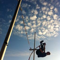 Polsstoksprong naar de wolken