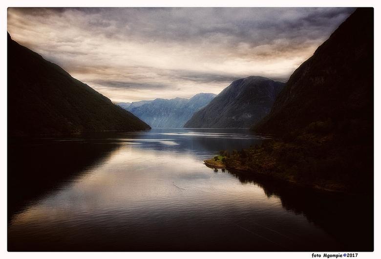 """Geiranger fjord - Ook een foto van de afgelopen vakantie; Geiranger fjord, Noorwegen.<br /> <br /> Bedankt voor de reacties op <a href=""""http://zoom."""