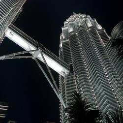 De Twin towers in Kuala lumpur bij nacht