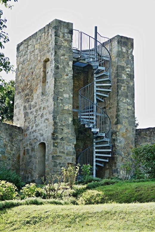 Toren in de oude vestingmuur. - De resten van een oude toren in de oude vestingmuur. Door de spiraaltrap kon je boven in de toren komen van waar je ee