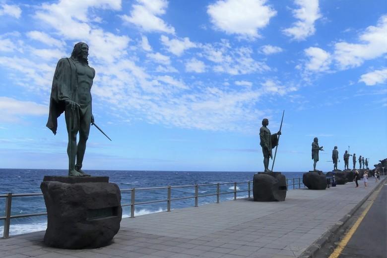 P1060735 Tenerife   Beeldengroep  Candelaria  21 mei 2019   - Hallo Zoomers , GROOT kijken en even lezen . Na de Basiliek  neem ik jullie mee naar het