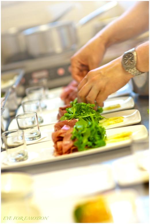 Food - Heb laatst een hele serie foto's gemaakt voor restaurant Wakker in Eemnes...dit was een van de foto's die ik van de kok aan het werk