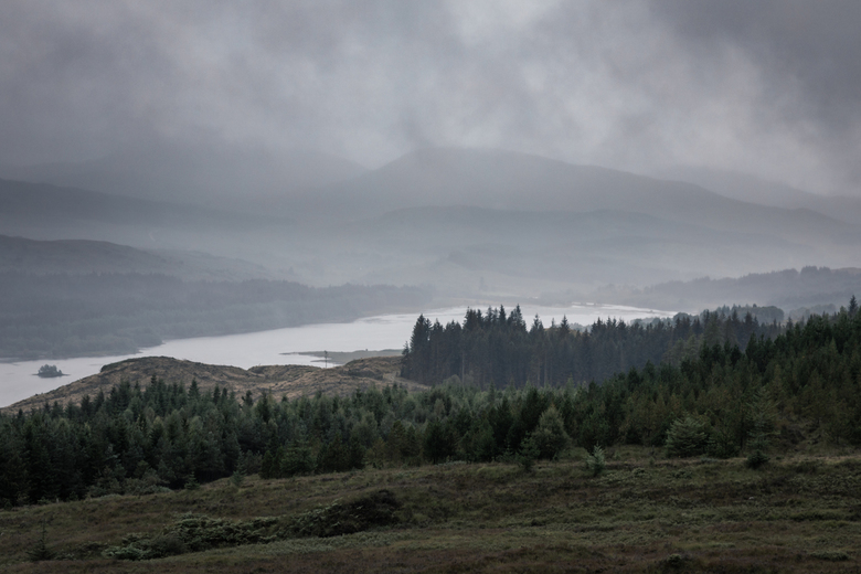 Scotland at it's best - Mist, regen en kil, Schotland op z&#039;n best.<br /> Loch Garry, onderweg van Isle of Skye naar Oban