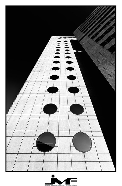 Black holes - Foto van een kantoorgebouw in Amsterdam