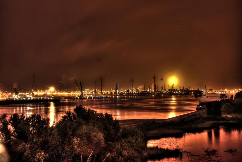 Antwerp - De Antwerpse haven by night