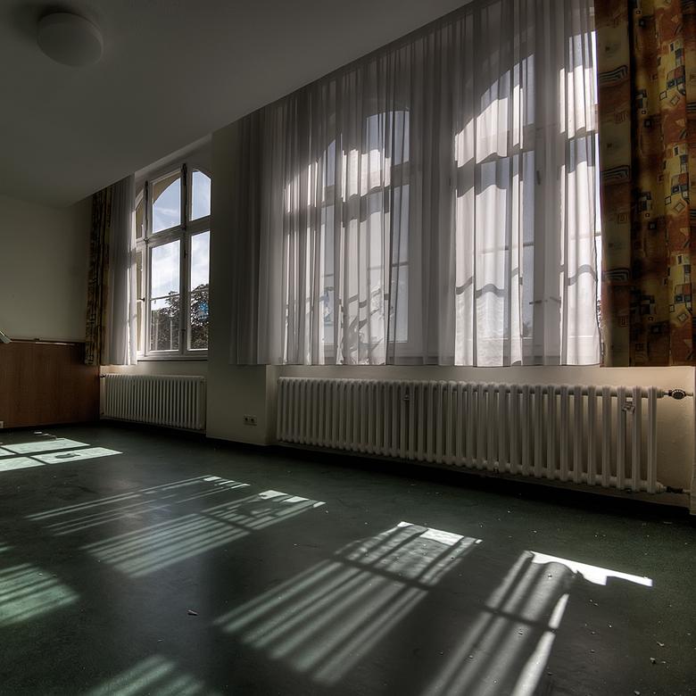 Krankenhaus 16 - 12 september ben ik samen met Wil naar dit enorme ziekenhuis geweest. De stroom deed het nog, lampen branden nog en de telefoons ging