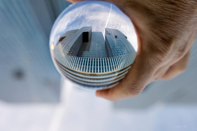 De Rotterdam gezien door een Crystal ball - Zoals de tekst luidt..