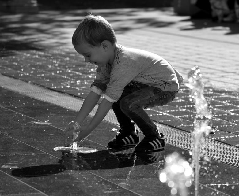 Waterfalls - Lekker spelen met water op het Thorbeckeplein in Alphen aan den Rijn.<br /> Alexander Kastelijn Fotografie.