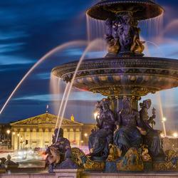 Parijs - Place De La Concorde - Fontaine des Mers - Assemblee Nationale
