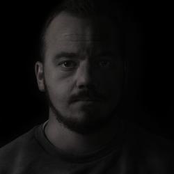 Low-key zelf portret