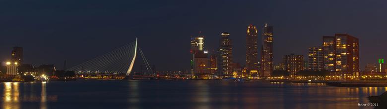 panorama Rotterdam in hdr - Van het weekend ff op stap geweest met Harry. Vanaf Rotterdam zuid deze panorama gemaakt van 3 liggende hdr-foto's  v