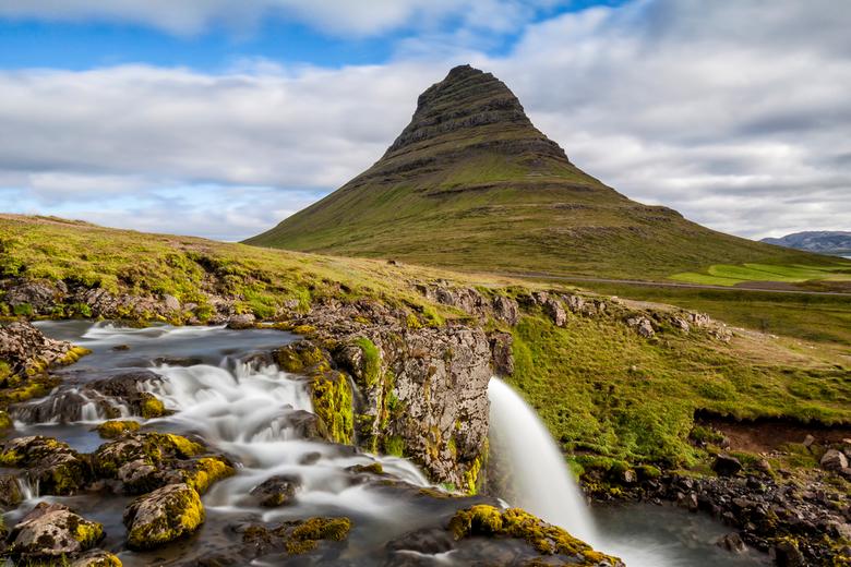 Kirkjuffel en KirkjuffelFoss Ijsland - Om meteen maar met de deur in huis te vallen: Geen HDR, geen tonemapping puur natuur in Ijsland. <br /> <br />