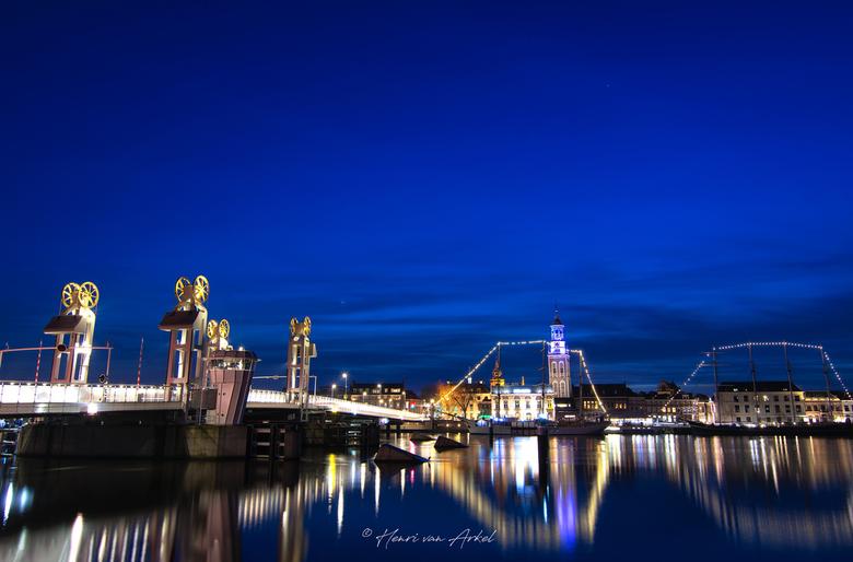 Kampen-stadsbrug_HDR - De foto is genomen tijdens het blauwe uurtje.