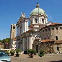 Romaanse ronde basiliek pre 11e eeuw -4 : zij aanzicht.