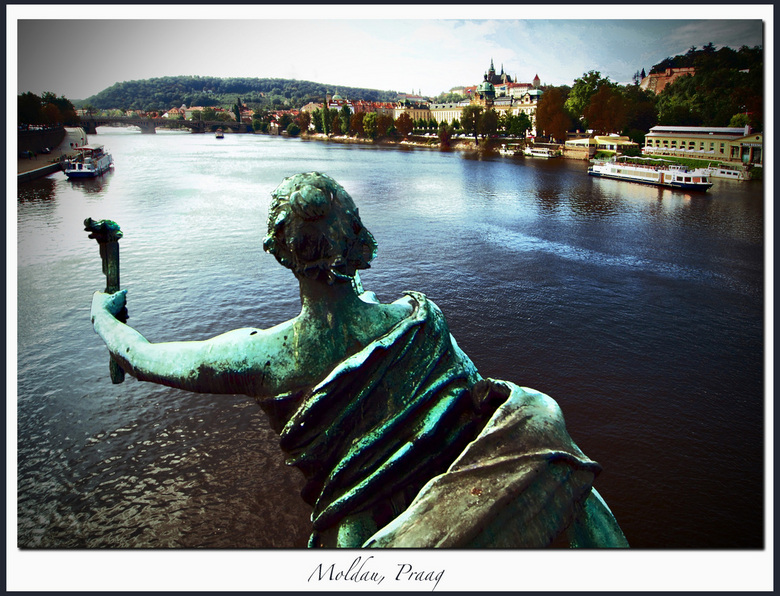 Uitzicht over rivier - Moldau, Praag.