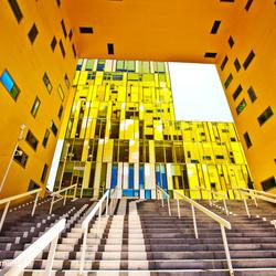 Geel gebouw in St Etienne