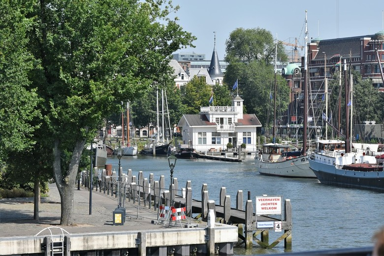 Veerhaven vanaf het water -