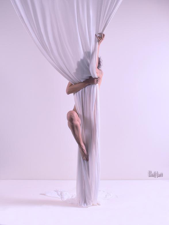 Excited - selfportrait - Uit dezelfde serie met het &quot;doek&quot; in de studio van Arton en licht bewerkt met Nik in PS.<br /> <br /> Model, phot