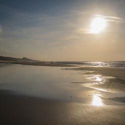 Bijna verlaten strand van Egmond aan Zee