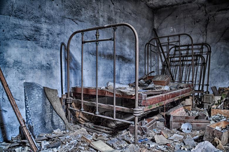 Broken bed - Maak je eigen verhaal hierover....