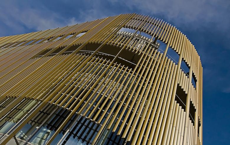 Da Vinci Alphen a/d Rijn 2 - Da Vinci is een gebouw met winkels en woningen. Aan de voorkant naast de ingang is ook een grand café gevestigd. Boven de