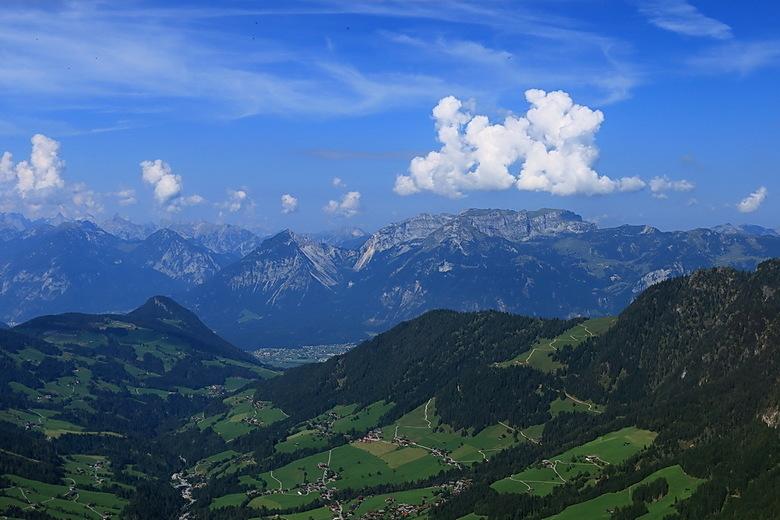 Alpbachtal - Hier zicht op Alpbach en het Alpbachtal en daarachter het dal.<br /> Foto genomen vanaf de Schatzberg te bereiken vanaf Auffach.<br />