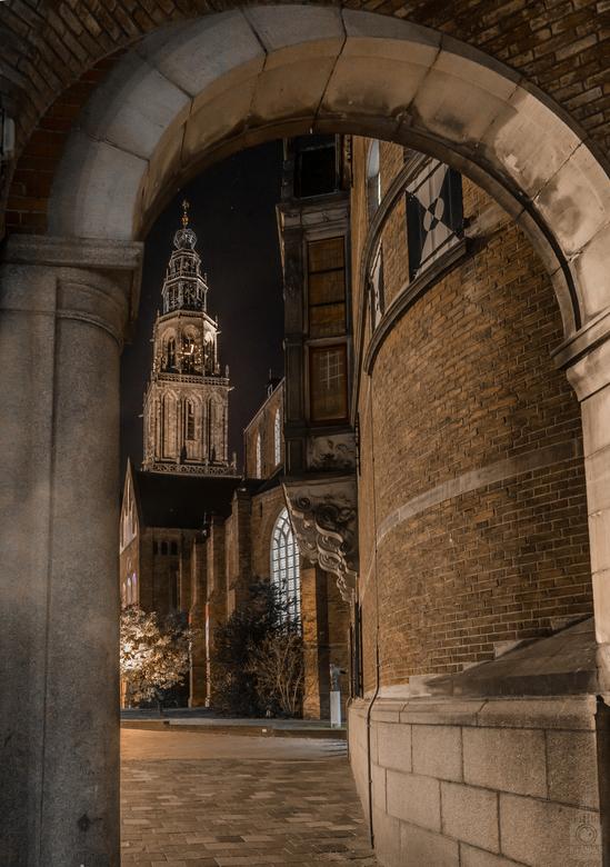 Doorkijkje Martinitoren - Mooi standpunt om een foto te maken, ookal is het vaak gemaakt.