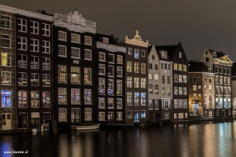 Amsterdam Damrak  - Bedankt voor de reacties op mijn vorige serie. Nu een serie van Amsterdam en een deel van de lightshow. De hele serie is te zien b