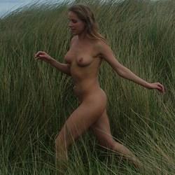 Rennen in het hoge gras
