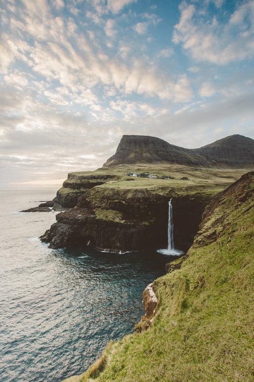 """Zon op de Faeröer - Wie denkt dat het alleen regent op de Faeröer Eilanden, heeft het mis. Soms heb je geluk met een beetje zon <img  src=""""/images/smi"""