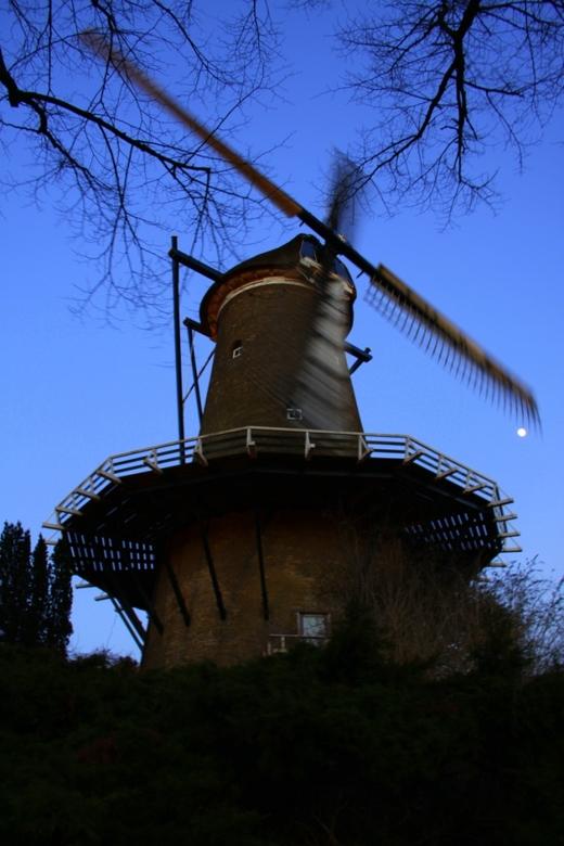 Molen van Piet in Alkmaar - Molen van Piet in winter zonsondergang(schemer)